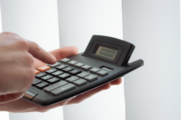 close up of hand using a calculator 1220 58 - ?لیست حسابهای موقت و دائم?