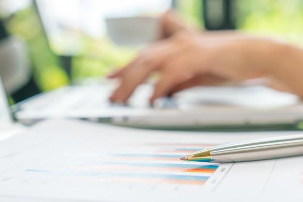 earnings laptop accounting stock monitoring 1232 3780 1 - مفروضات حسابداری چیست و چه اهمیتی دارد?