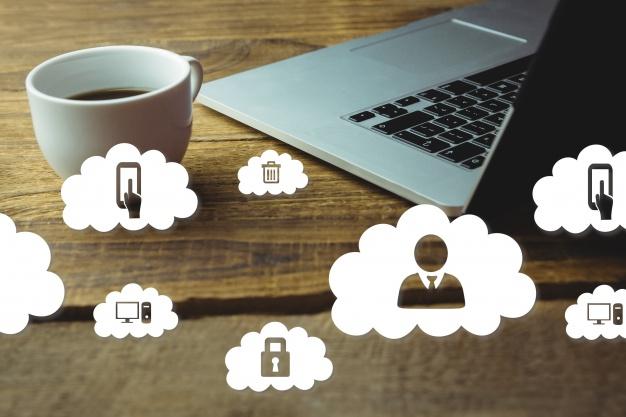 laptop and coffee cup 1134 241 1 - ? منظور از اعضاء موظف و غیرموظف هیئت مدیره چیست؟