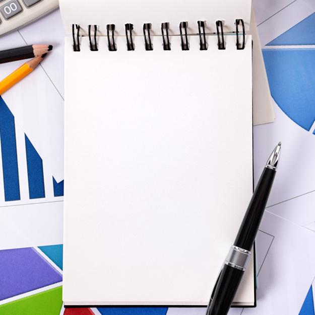 blank notebook with a pen 1101 45 - ?دستمزد کارگران در سال آینده چقدر باید باشد؟?