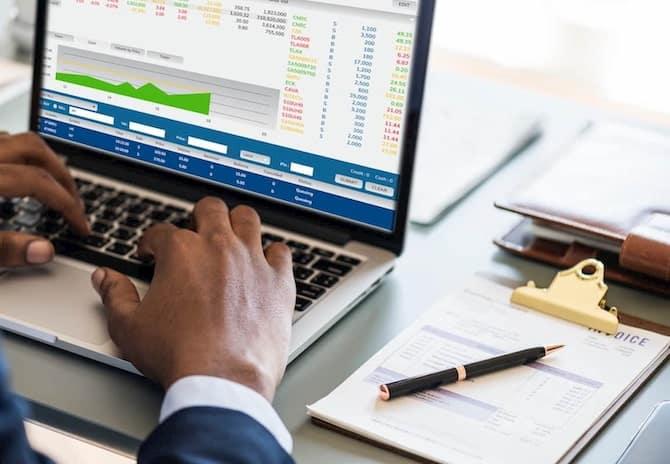 finance and accounting careers 2 1 - بهترین نرم افزار حسابداری برای فروشگاه اینترنتی
